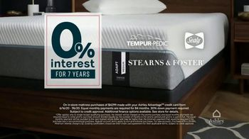 Ashley HomeStore Stars and Stripes Mattress Sale TV Spot, 'Adjustable Sets: $800' - Thumbnail 3