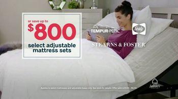 Ashley HomeStore Stars and Stripes Mattress Sale TV Spot, 'Adjustable Sets: $800' - Thumbnail 4