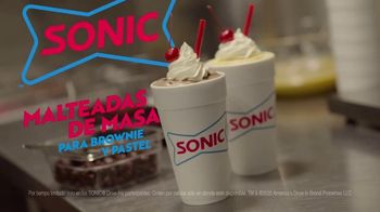 Sonic Drive-In Batter Shakes TV Spot, 'Brownie y pastel' [Spanish] - Thumbnail 6