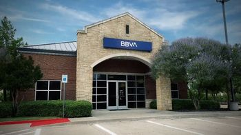 BBVA Compass TV Spot, 'With You: Visit a Branch' - Thumbnail 6