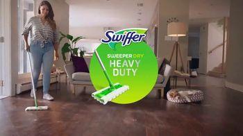 Swiffer Sweeper Dry Heavy Duty TV Spot, 'Confesiones de limpieza con Mia' [Spanish] - Thumbnail 4