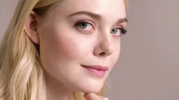 L'Oreal Paris Skin Care True Match TV Spot, '45 tonos' con Elle Fanning, Aja Naomi King [Spanish] - 396 commercial airings