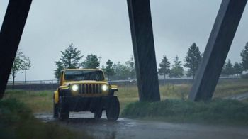 Jeep Gladiator TV Spot, 'All the Fun' Song by Bobby Darin [T1] - Thumbnail 2