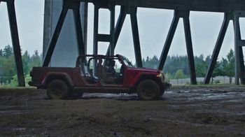 Jeep Gladiator TV Spot, 'All the Fun' Song by Bobby Darin [T1] - Thumbnail 6
