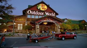 Bass Pro Shops Star Spangled Summer Sale TV Spot, 'Flag Chairs and Tailgate Toss' - Thumbnail 3