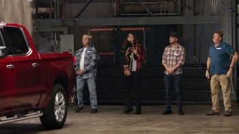 2019 Chevrolet Silverado TV Spot, 'Full of Surprises' [T2] - Thumbnail 4
