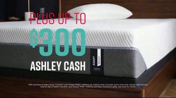 Ashley HomeStore Stars & Stripes Mattress Event TV Spot, 'Adjustable Sets & Ashley Cash' Song by Midnight Riot - Thumbnail 5