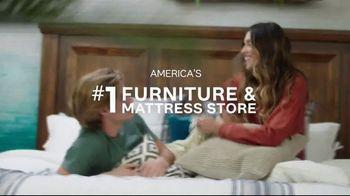 Ashley HomeStore Stars & Stripes Mattress Event TV Spot, 'Adjustable Sets & Ashley Cash' Song by Midnight Riot - Thumbnail 6