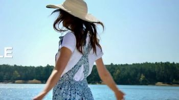 Macy's Summer Sale TV Spot, 'Outdoor Wear & Bedding'