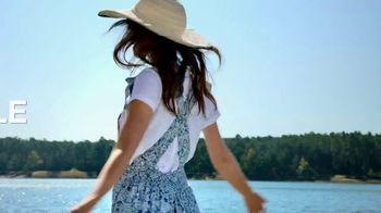 Macy's Summer Sale TV Spot, 'Outdoor Wear & Bedding' - Thumbnail 1