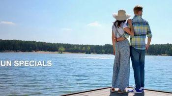 Macy's Summer Sale TV Spot, 'Outdoor Wear & Bedding' - Thumbnail 3