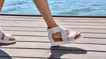 Macy's Summer Sale TV Spot, 'Outdoor Wear & Bedding' - Thumbnail 6