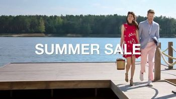 Macy's Summer Sale TV Spot, 'Stand Out Summer Looks: Extra 25 Percent Off' - Thumbnail 3
