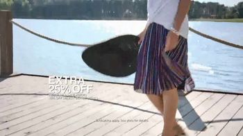 Macy's Summer Sale TV Spot, 'Stand Out Summer Looks: Extra 25 Percent Off' - Thumbnail 5