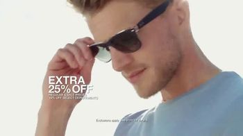 Macy's Summer Sale TV Spot, 'Stand Out Summer Looks: Extra 25 Percent Off' - Thumbnail 6