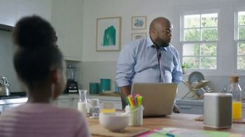 XFINITY xFi TV Spot, 'Like Nobody is Watching' Featuring Amy Poehler, Song by Salt-N-Pepa - Thumbnail 3