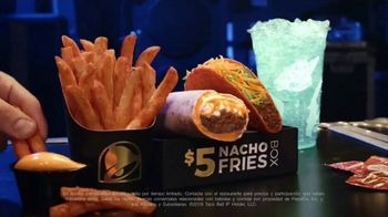 Taco Bell $5 Nacho Fries Box TV Spot, 'Persiguiendo oro' con Darren Criss [Spanish] - Thumbnail 5