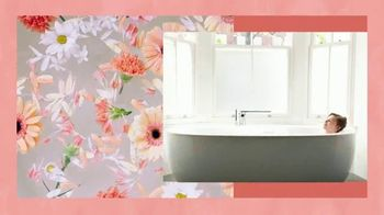 Vagisil Scentsitive Scents Bath Bombs TV Spot, 'Sumergirse en felicidad' [Spanish] - Thumbnail 6