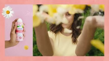 Vagisil Scentsitive Scents Dry Wash TV Spot, 'Spritz and Go, Girl' - Thumbnail 4