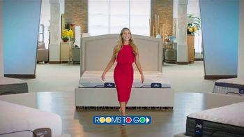 Rooms to Go TV Spot, 'Cambia tu forma de dormir: 4 de julio' con Ximena Córdoba [Spanish] - Thumbnail 1
