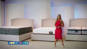 Rooms to Go TV Spot, 'Cambia tu forma de dormir: 4 de julio' con Ximena Córdoba [Spanish] - Thumbnail 2