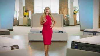 Rooms to Go TV Spot, 'Cambia tu forma de dormir: 4 de julio' con Ximena Córdoba [Spanish] - Thumbnail 7