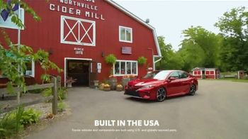 2019 Toyota Camry TV Spot, 'USA Road Trip: Cider Mill' Featuring Ethan Erickson, Danielle Demski [T2] - Thumbnail 5