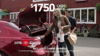 2019 Toyota Camry TV Spot, 'USA Road Trip: Cider Mill' Featuring Ethan Erickson, Danielle Demski [T2] - Thumbnail 8