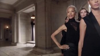 Estee Lauder Double Wear Stay-in-Place Makeup TV Spot, 'Wear Confidence' Song by Amber Mark - Thumbnail 7