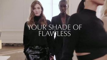 Estee Lauder Double Wear Stay-in-Place Makeup TV Spot, 'Wear Confidence' Song by Amber Mark - Thumbnail 9