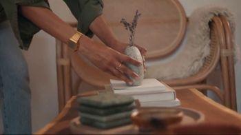 Airbnb TV Spot, 'Cándida & Jeff's Beach Bungalow'