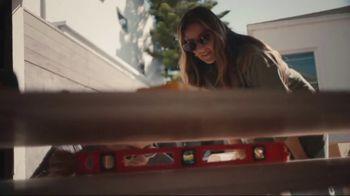 Airbnb TV Spot, 'Cándida & Jeff's Beach Bungalow' - Thumbnail 6