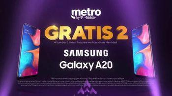 Metro by T-Mobile TV Spot, 'Dos teléfonos gratis' [Spanish] - Thumbnail 3