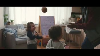 Clorox Disinfecting Wipes TV Spot, 'Fight Back: Basketball' Song by Donnie Daydream - Thumbnail 7