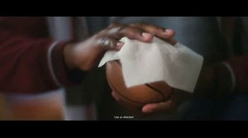 Clorox Disinfecting Wipes TV Spot, 'Fight Back: Basketball' Song by Donnie Daydream - Thumbnail 8