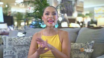 Ashley HomeStore Venta de Fin de Semana TV Spot, 'Sofá Zarina' [Spanish] - Thumbnail 7