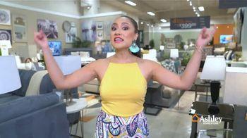 Ashley HomeStore Venta de Fin de Semana TV Spot, 'Sofá Zarina' [Spanish] - Thumbnail 1