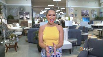 Ashley HomeStore Venta de Fin de Semana TV Spot, 'Sofá Zarina' [Spanish] - Thumbnail 3