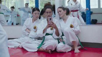 XFINITY Mobile TV Spot, 'Diseñe sus propios datos' canción de The Avalanches [Spanish] - Thumbnail 4