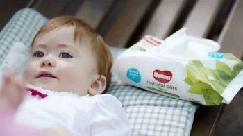 Huggies Natural Care TV Spot, 'Cambios improvisados' [Spanish] - Thumbnail 2