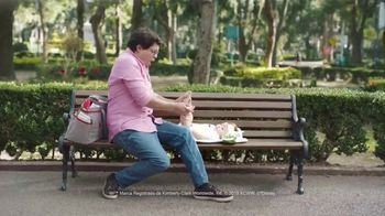 Huggies Natural Care TV Spot, 'Cambios improvisados' [Spanish] - Thumbnail 3
