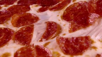 Little Caesars Pizza Hot-N-Ready Thin Crust TV Spot, 'Sin masa' [Spanish] - Thumbnail 3
