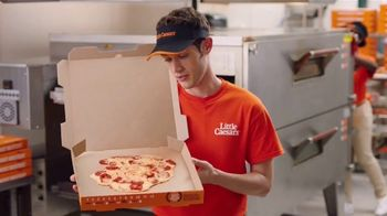 Little Caesars Pizza Hot-N-Ready Thin Crust TV Spot, 'Sin masa' [Spanish] - Thumbnail 5