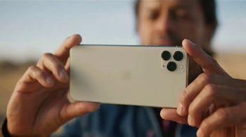 T-Mobile TV Spot, 'Señal: llegó el iPhone 11' canción de Aerosmith [Spanish] - Thumbnail 1