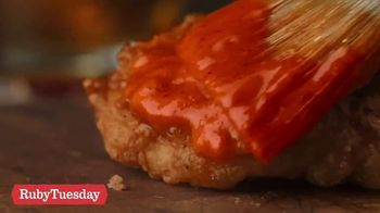 Ruby Tuesday Hot Honey & Bacon Chicken TV Spot, 'Welcome to Nashville' - Thumbnail 4