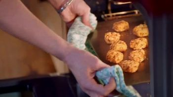 The Pioneer Woman Frozen Meals TV Spot, 'Goat Cheese Bites and Green Bean Casserole' Featuring Ree Drummond - Thumbnail 4