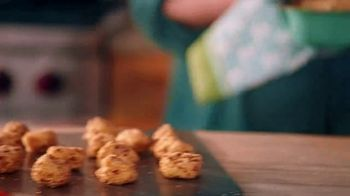The Pioneer Woman Frozen Meals TV Spot, 'Goat Cheese Bites and Green Bean Casserole' Featuring Ree Drummond - Thumbnail 5