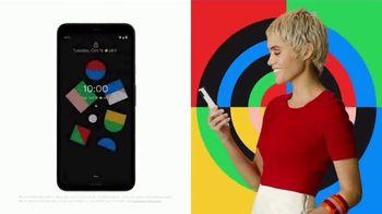 Google Pixel 4 TV Spot, 'Hecho en la forma de Google' canción de 3 One Oh [Spanish] - Thumbnail 4