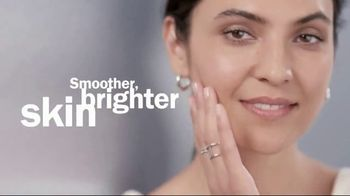 Olay Regenerist Retinol 24 TV Spot, 'Above the Competition' - Thumbnail 5