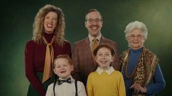 Little Caesars EXTRAMOSTBESTEST Stuffed Crust Pepperoni Pizza TV Spot, 'Family Photo'